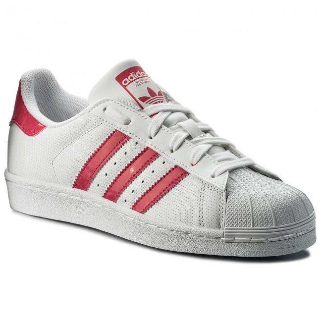 Adidas Superstar aceso