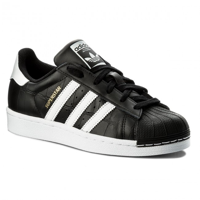 Adidas Superstar aceso